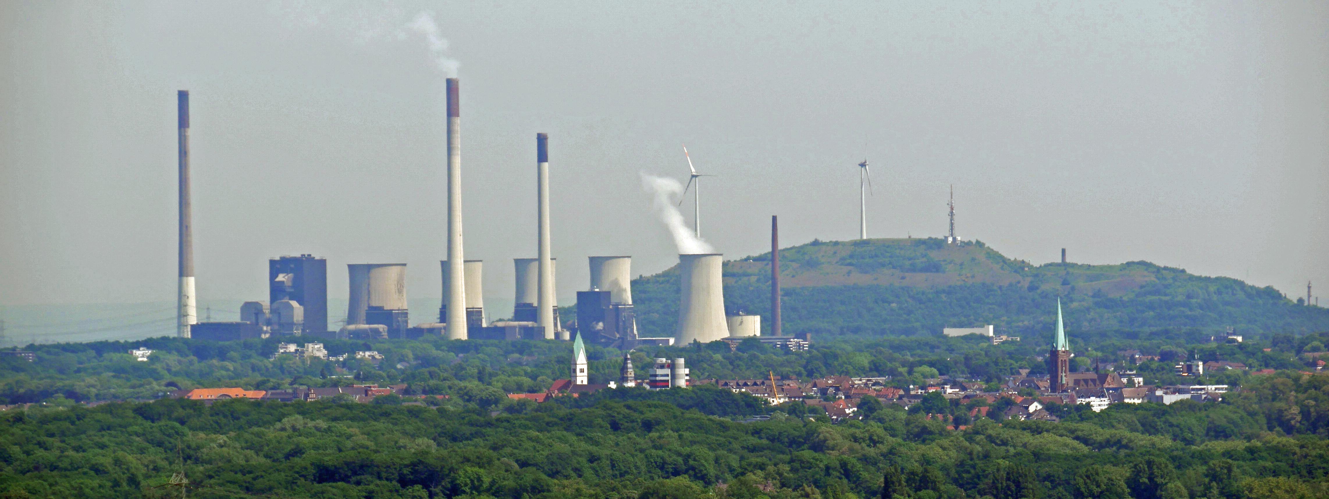 Ruhrgebietslandschaft - Blick vom Gasometer Oberhausen. Foto: Uwe Roth