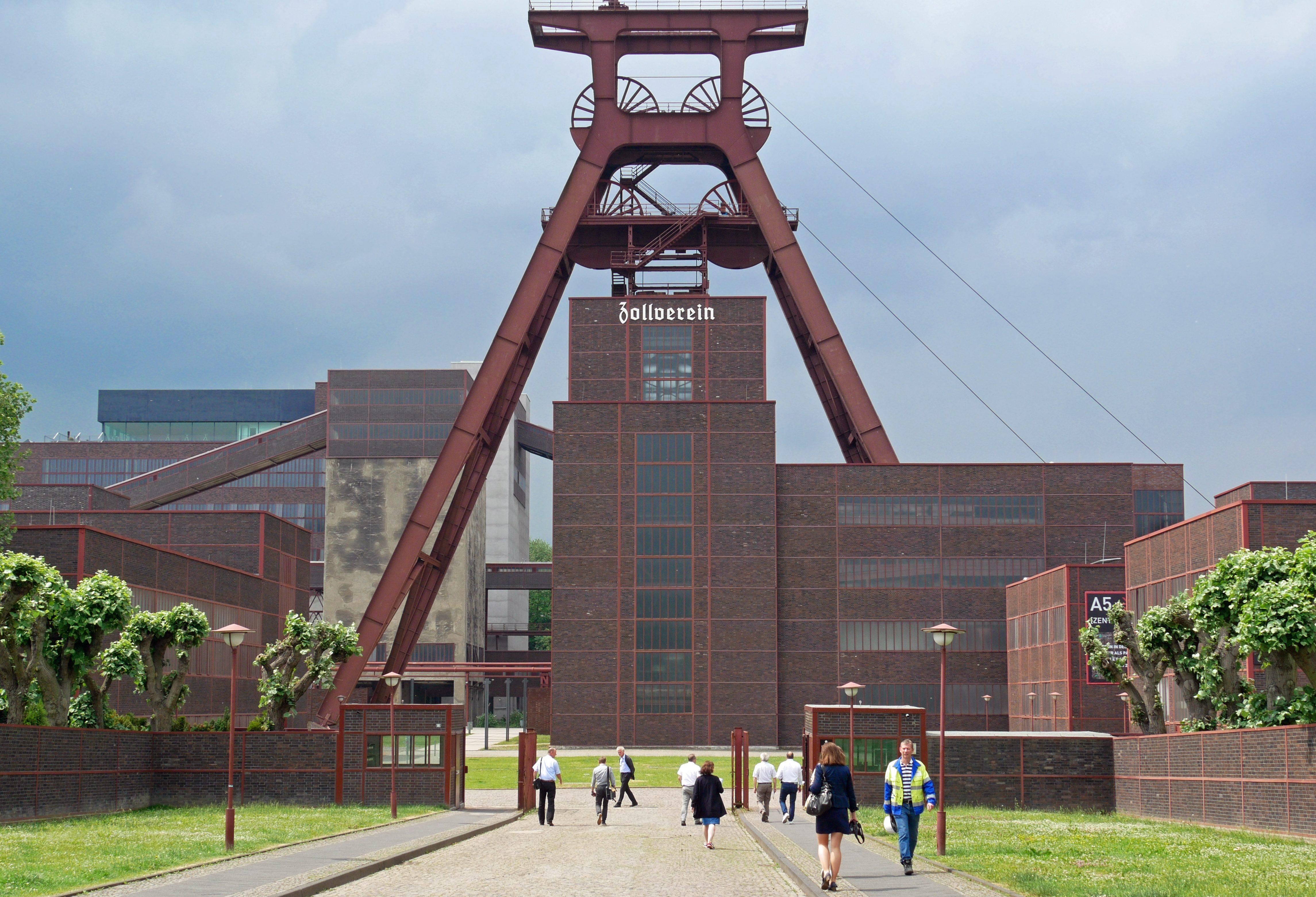 Die ehemalige Zeche Zollverein in Essen ist Bestandteil der IBA Emscher Park und heute Museum sowie Standort zahlreicher Kreativagenturen und Dienstleister. Foto: Uwe Roth