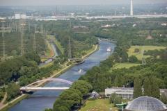 Blick vom Dach des Gasometers Oberhausen, der zum IBA Emscher Park gehört, auf den Rhein-Herne-Kanal. Foto: Uwe Roth