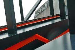 Wo in der Zeche Zollverein in Essen früher Rohkohle zur Kohlewäsche auf Fließbänder ins oberste Stockwerk transportiert wurde, führt heute eine Rolltreppe Besucher ins Museum. Foto: Uwe Roth
