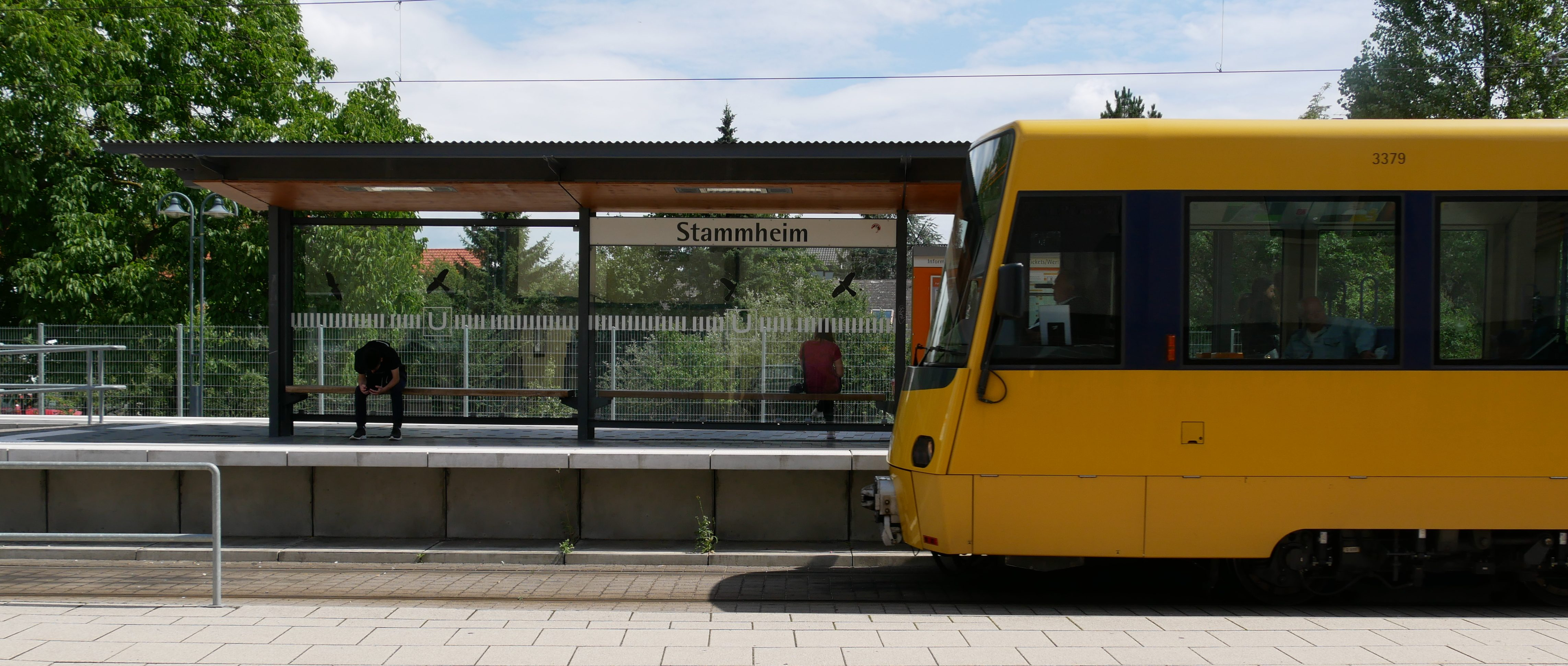 Endhaltestelle der Stadtbahnlinie U15 im Stuttgarter Stadtbezirk Stammheim. Früher war dies die Linie 5, die durch den Schwabenrocker Wolle Kriwanek berühmt geworden ist. Foto: Uwe Roth
