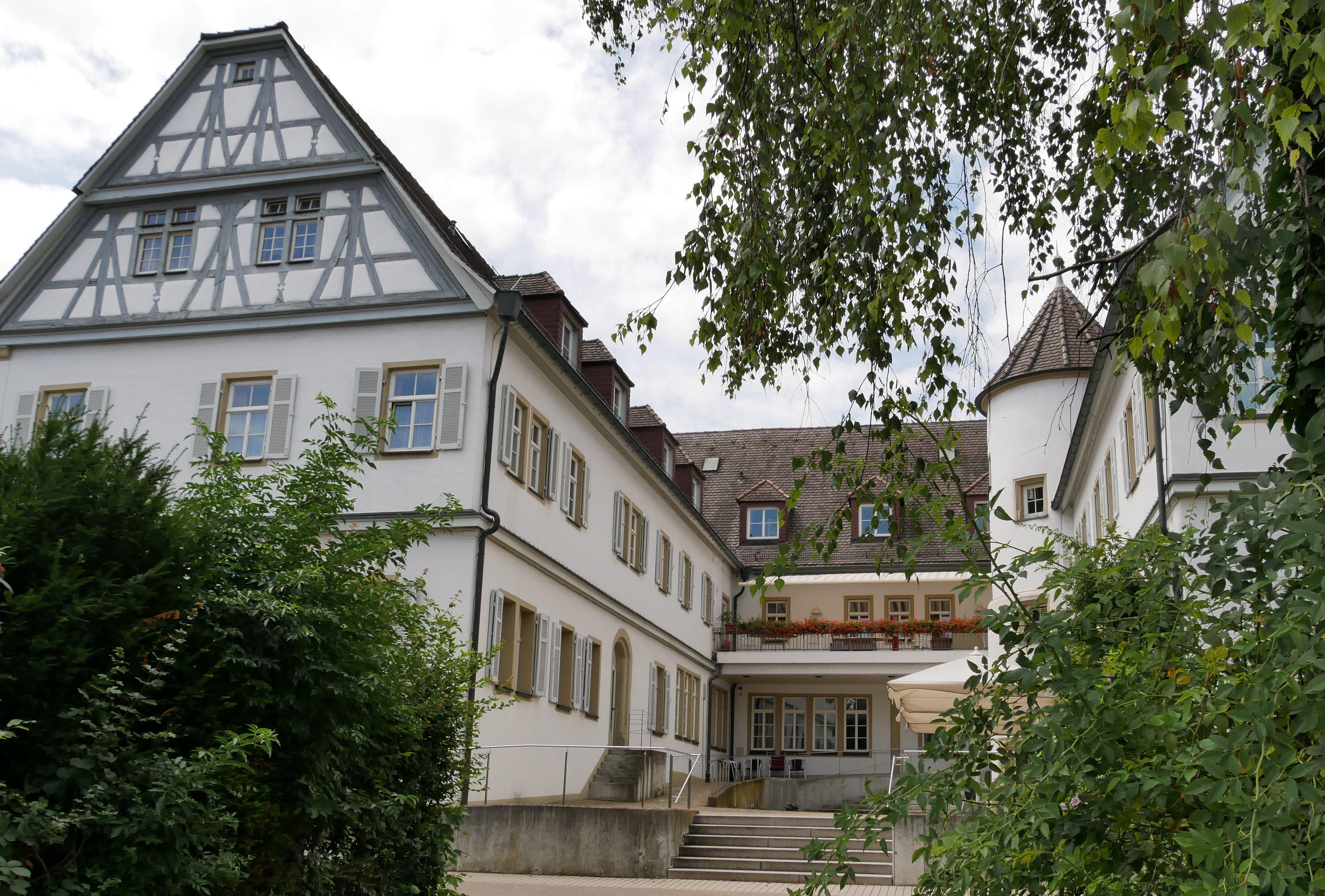 Das Alte Schloss Stammheim aus dem 16. Jahrhundert ist heute ein Alten- und Pflegeheim. Foto: Uwe Roth