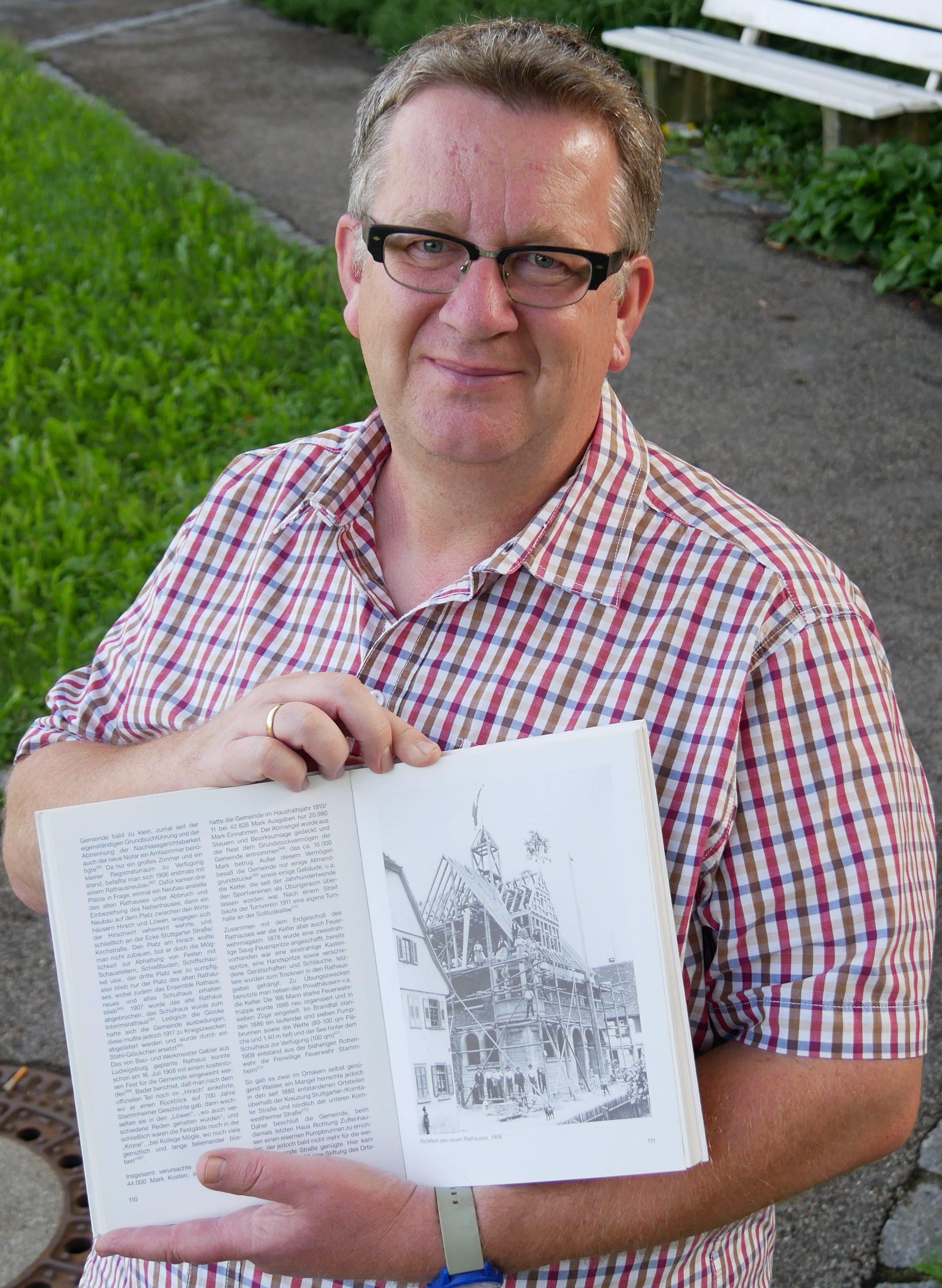 Albrecht Gühring kennt sich in Stammheim sehr gut aus. Der Archivar hat bereits einige Bücher über seinen Heimatort geschrieben. Foto: Uwe Roth