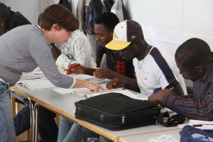 Sprachkurs für Flüchtlingen an der VHS Reutlingen im Rahmen des Förderprogramms StellA. Foto: Uwe Roth