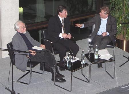 Uwe Roth moderiert Podiumsgespräch mit Erhard Eppler und Daniel Cohn-Bendit.