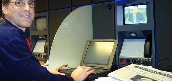 Uwe Roth als Korrespondent der Financial Times Deutschland (FTD) im Pressesaal des Europaparlaments in Straßburg.