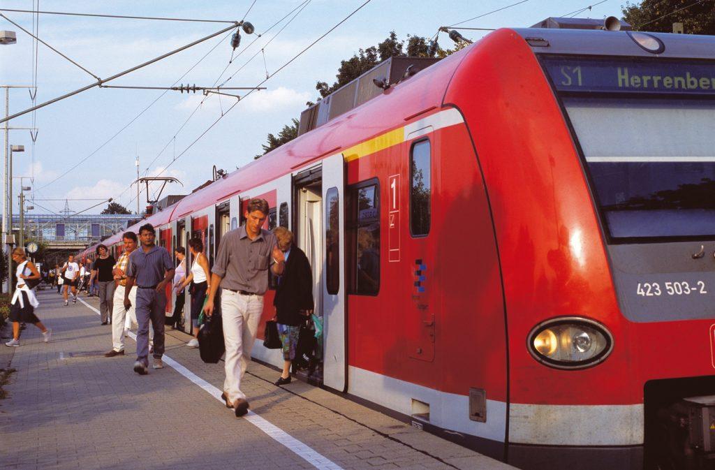 Berufspendler nutzen die S-Bahn. Quelle: VVS