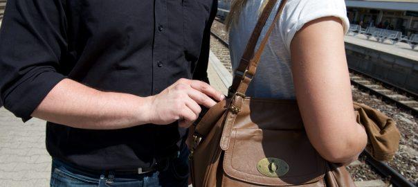 Taschendiebstahl ist ein Massendelikt. Foto: Bundespolizei