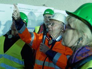 Tunnelexperte Walter Wittke erläutert Medienvertreter seine Bautechnik. Foto: Uwe Roth