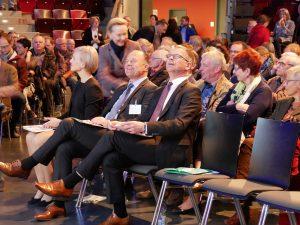 Ludwigsburg Oberbürgermeister Werner Spec und Baubürgermeister Michael Ilk in der ersten Reihe in der MHP-Arena. Foto: Uwe Roth