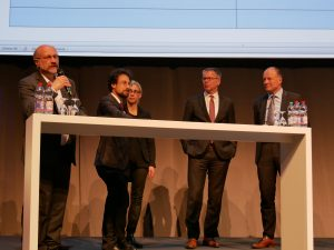 Expertenrunde der Stadtverwaltung Ludwigsburg zum Nahverkehrskonzept auf dem Podium der Bürgerinformationsveranstaltung. Foto: Uwe Roth
