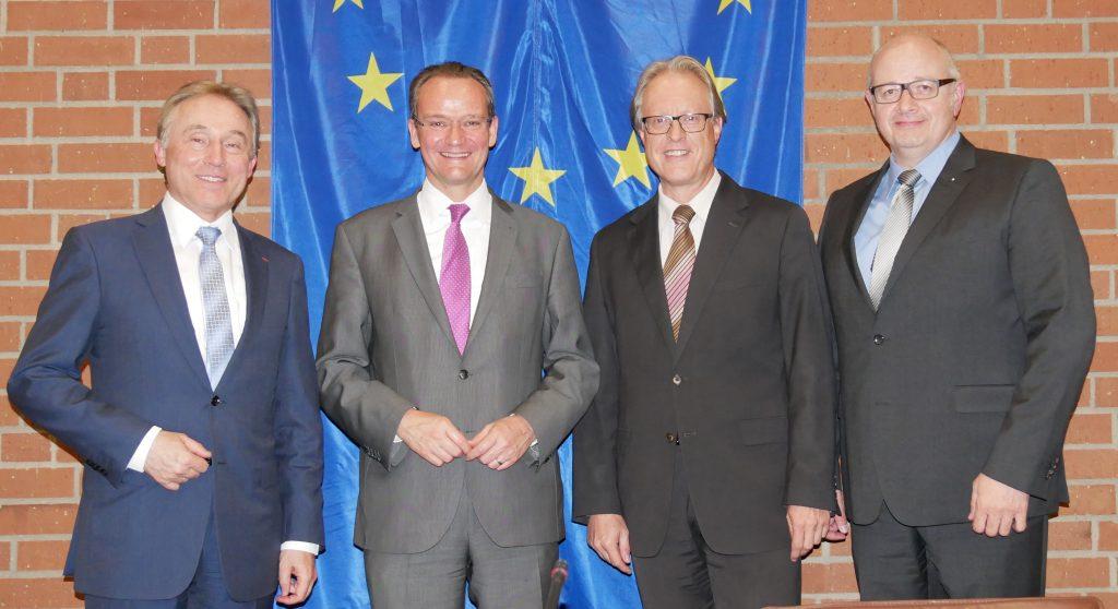 EUD-Kreisvorsitzender und Landrat Rainer Haas, Gunther Krichbaum, 2. EUD-Kreisvorsitzender und Bürgermeister Kornelius Bamberger sowie Kreisvorstandsmitglied Martin Käser. Foto: Uwe Roth