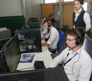 Das Team D-City Gaming Stars aus Darmstadt mit Coach Lennart Böndgen beim Legaue Legends Turnier im Rahmen des eSports-Symposium an der Pädagogischen Hochschule in Ludwigsburg. Foto: Uwe Roth