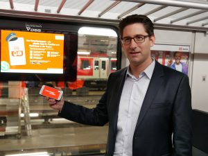 Der Stuttgarter S-Bahn-Chef Dirk Rothenstein setzt auf eine digitalisierte Fahrgastinformation. Auch eine App gibt es dafür. Foto: Uwe Roth
