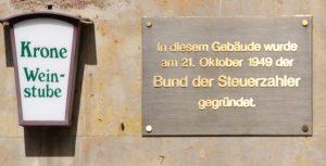 Kaum noch jemand erinnert sich daran... Die politische Vergangenheit von Uhlbach. Foto: Uwe Roth