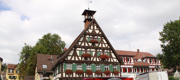 Altes Rathaus Uhlbach - Teilort des Stuttgarter Stadtbezirks Obertürkheim. Foto: Uwe Roth