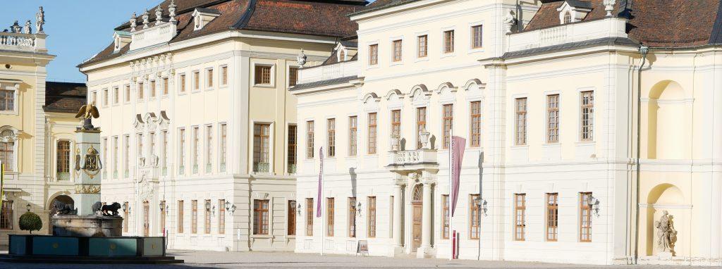Innenhof des Ludwigsburger Barockschlosses - hier der Ostflügel. Er ist Sitz der Schlossverwaltung. Foto: Uwe Roth