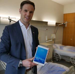 Junger, der neuen Technik zugewandter Klinikleiter: Nicolai Stolzenberger. Foto: Uwe Roth